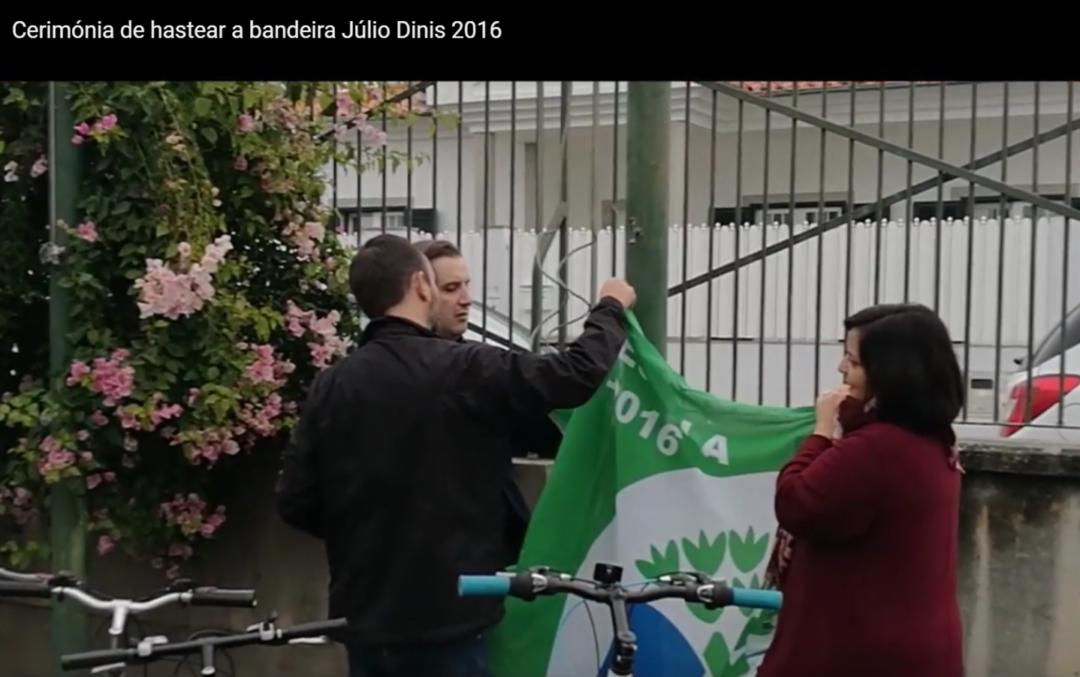 Escola S/3 Júlio Dinis de Ovar Hastea a bandeira
