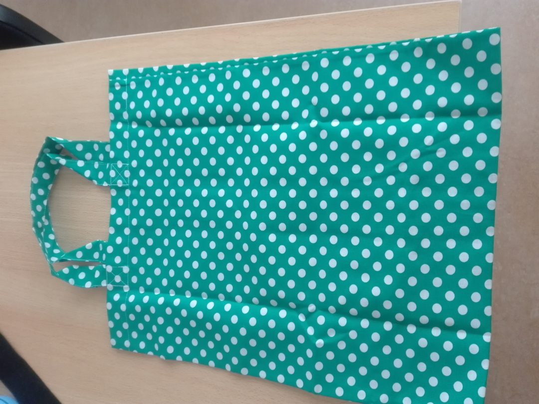 Sacos feitos com tecidos usados