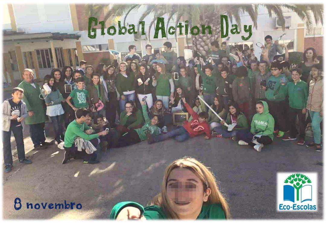 Veste verde, traz um REEE e tira uma Selfie com os monitores Eco-Escolas