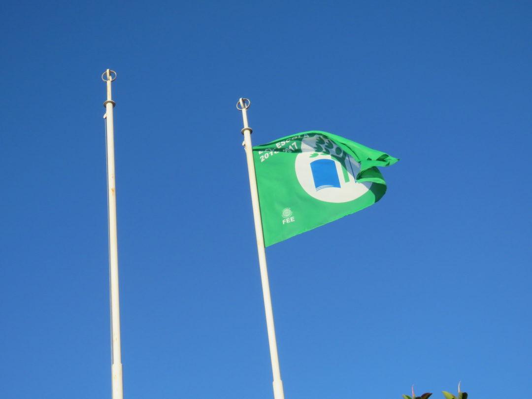 A Bandeira Verde está agora hasteada na Escola!