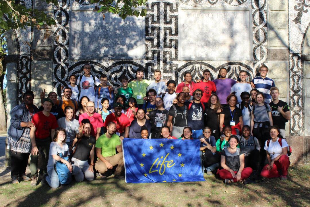 Voluntários de 13 países plantam 3500 árvores em quatro dias