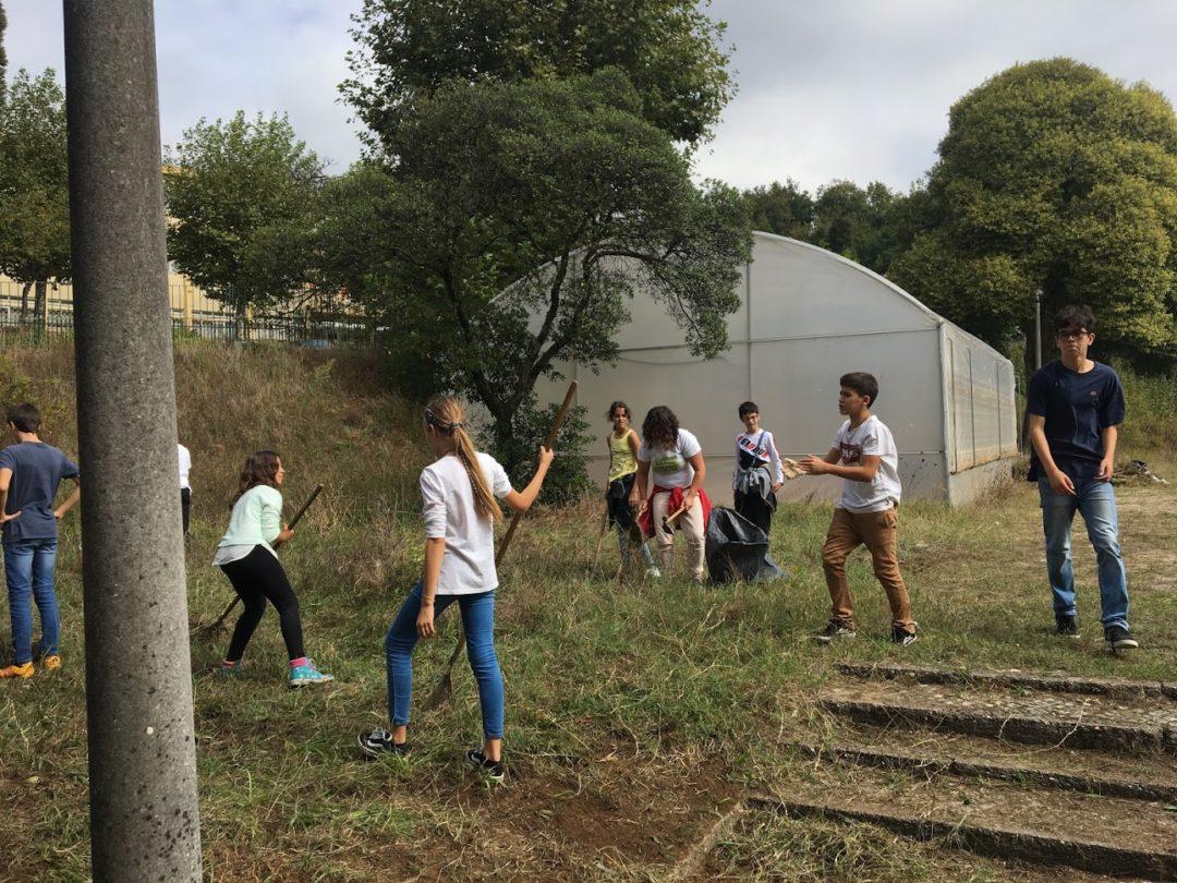 Dia 27 de setembro – A Serafim Leite marcou presença na Greve Climática Global!  Bandeira Verde Eco-Escolas a meia haste e muita ação!
