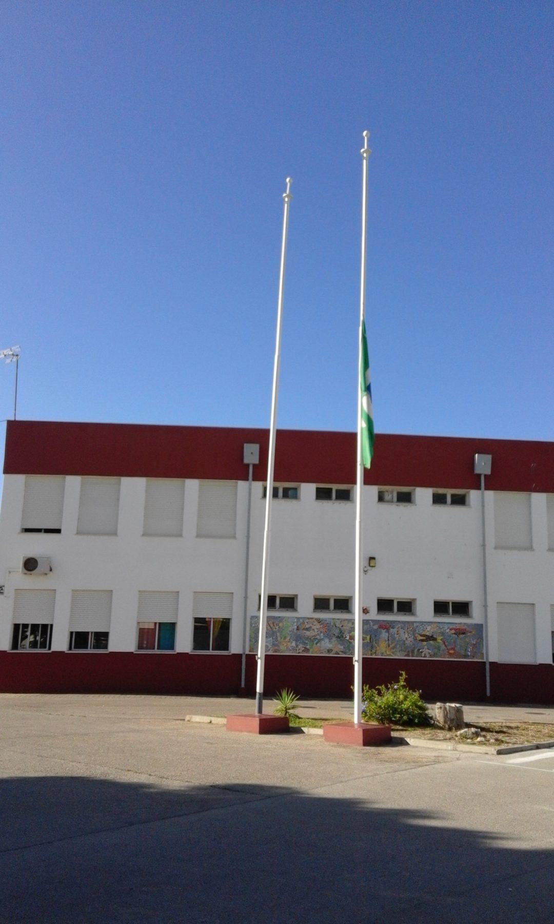 #ecoscolasfazpeloclima – Bandeira Verde Eco-Escolas a meia haste! – Agrupamento de Escolas Dr. Alberto Iria