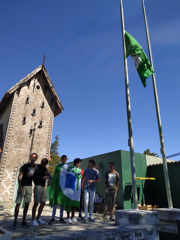 Bandeira Verde a meia haste na ESSampaio – Dia 27 de setembro – Greve Climática Global#ecoescolasfazpeloclima#globalactiondays