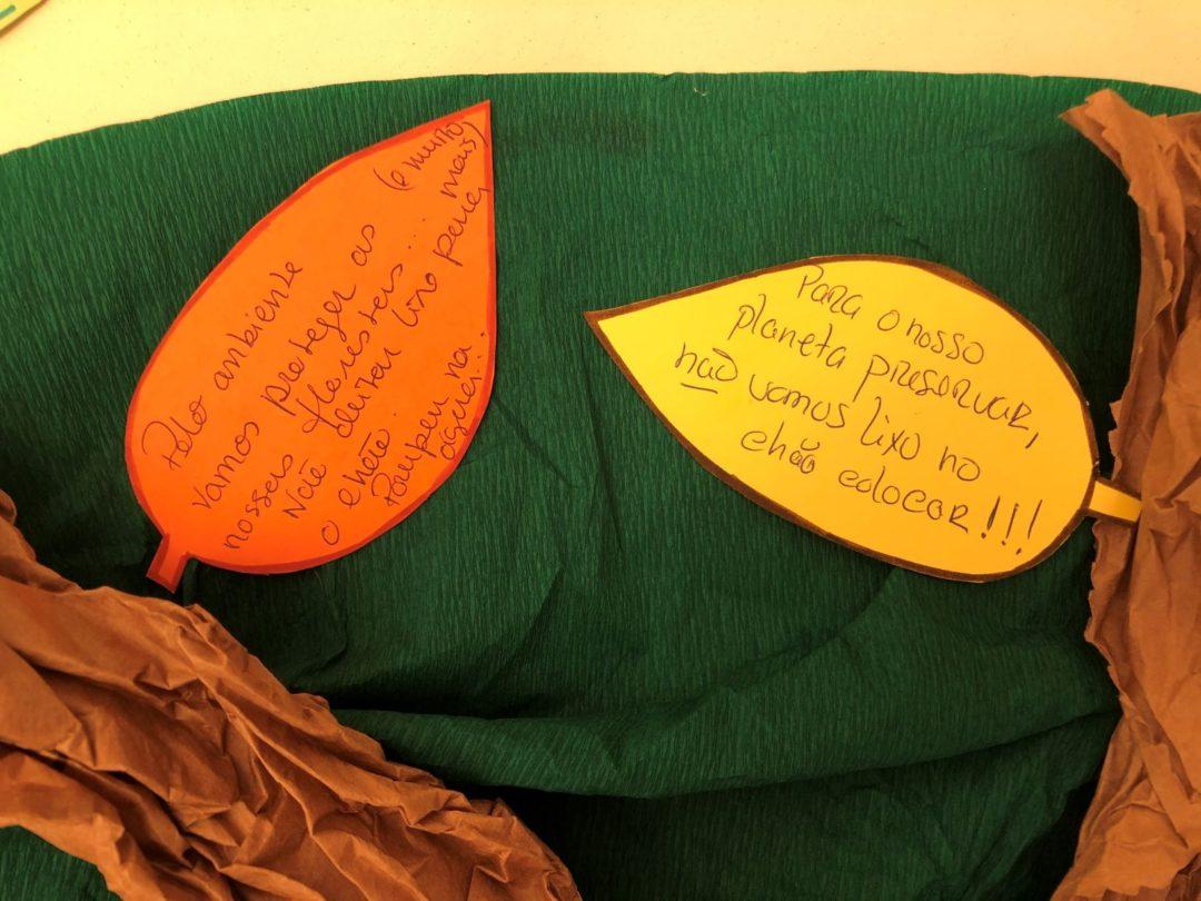 Bandeira meia haste e árvore dos compromissos