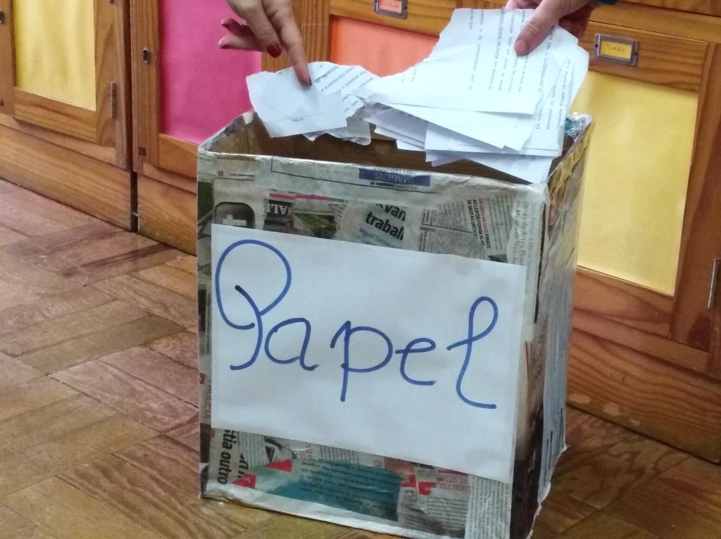 Distribuição de Papelões nas salas de aula