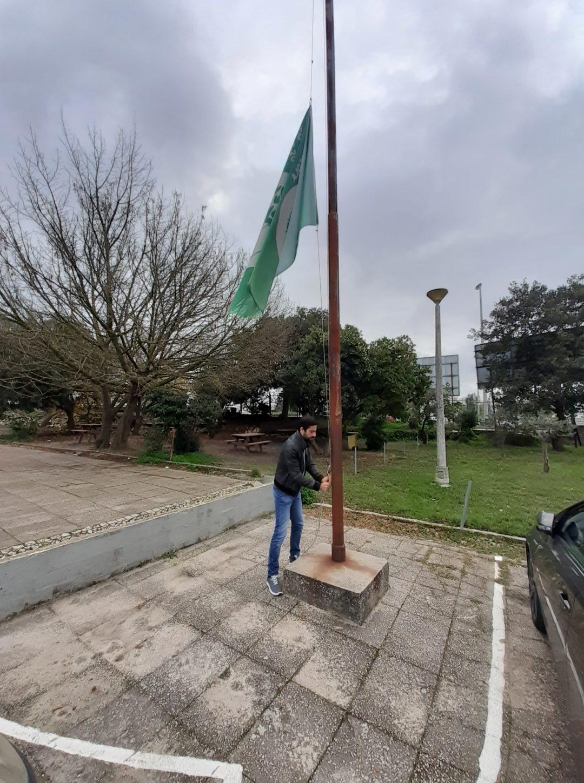 Escola Básica do 2.º e 3.º Ciclos de Álvaro Velho – Bandeira Verde Eco-Escolas a meia haste!