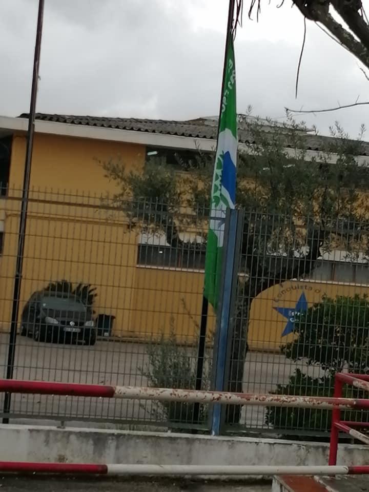 Bandeira Verde, na Escola Básica e Secundária da Chamusca a meia haste, como símbolo de alerta para a urgência das medidas para inverter as alterações climáticas.