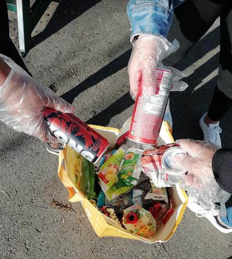 Recolha e separação seletiva de resíduos no pátio